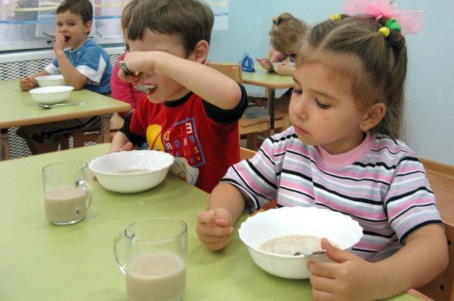 В Кемеровской области насчитывается 1 059 дошкольных организаций, которые посещают 140, 7 тыс. детей.