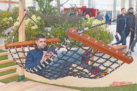 В зоне «Городской сквер» посетители выставки особенно отметили проект «Гамак».