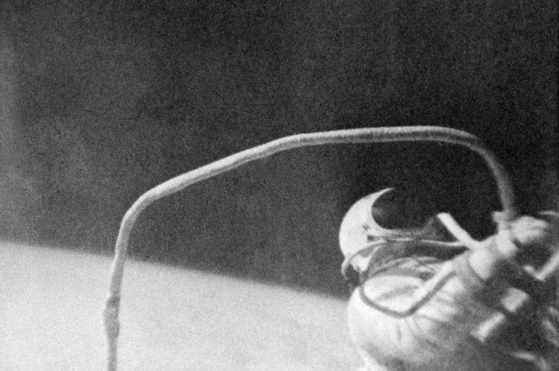 Выход Алексея Леонова в открытый космос 18-19 марта 1965 года.