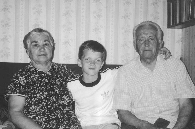 Александр Михайлович Ведин с женой и внуком-тёзкой.
