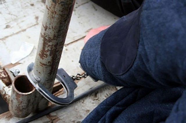 Курьезный случай: в Харькове налоговика приковали к столбу