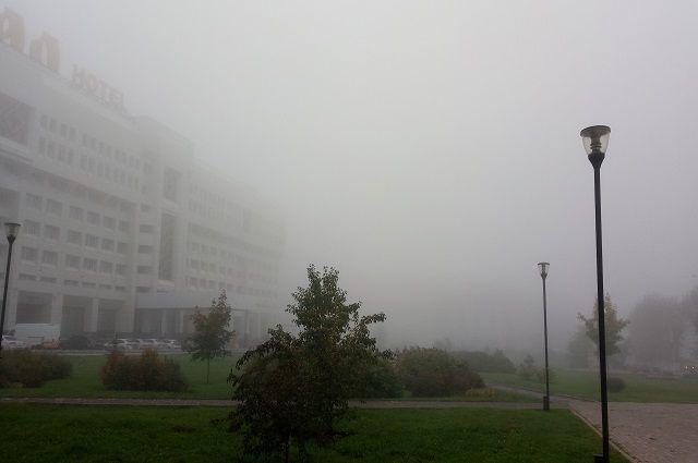 Из-за тумана на дорогах ухудшится видимость и повысится риск возникновения ДТП.