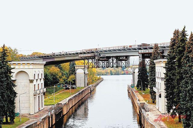 Балочный мост через Карамышевское направление Москвы-реки планируют достроить до конца ноября.