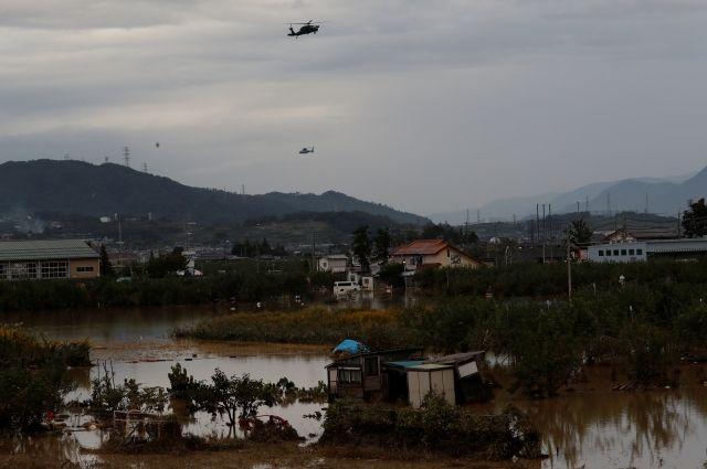 Синоптики: обрушившийся на Японию тайфун не дойдет до России