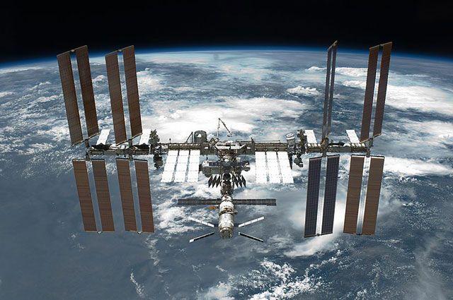 Российский космонавт и американский астронавт могут задержаться на МКС