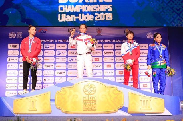 В Улан-Удэ 11 женский чемпионат мира по боксу.