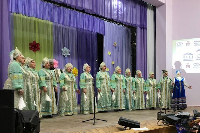 В этом году благодаря участию в проекте, инициированном партией «Единая Россия», местный дом культуры получил 1,5 млн рублей на ремонт здания.