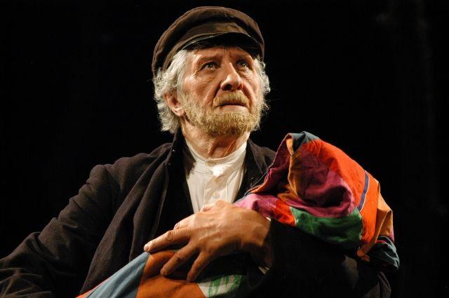 Виталий Венгер отдал драматическому театру больше  50 лет, за это время он сыграл более 200 ролей.