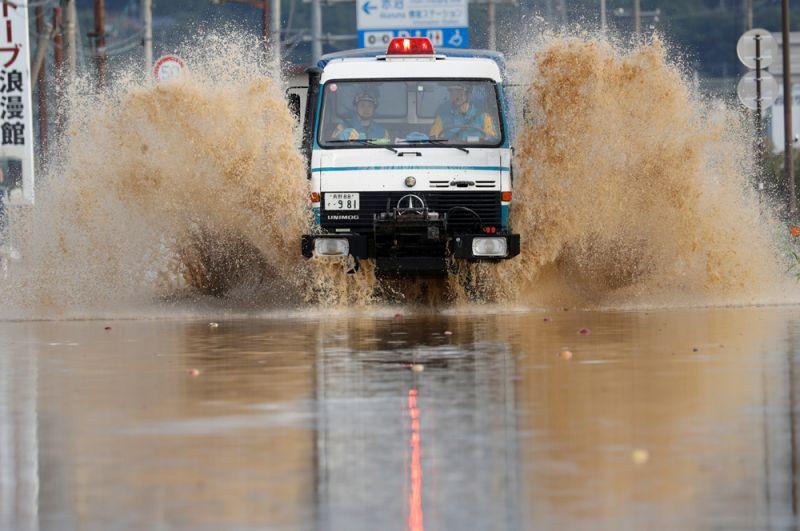 Работа спасателей в Нагано после тайфуна.