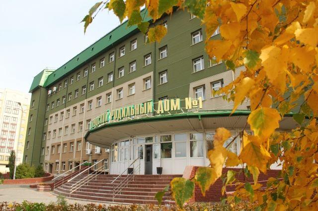 Вход в главный корпус БУЗОО «ГКПЦ» со стороны ул. Осовиахимовской.