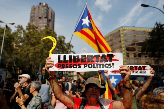 В Каталонии начались акции протеста против приговоров по делу о референдуме