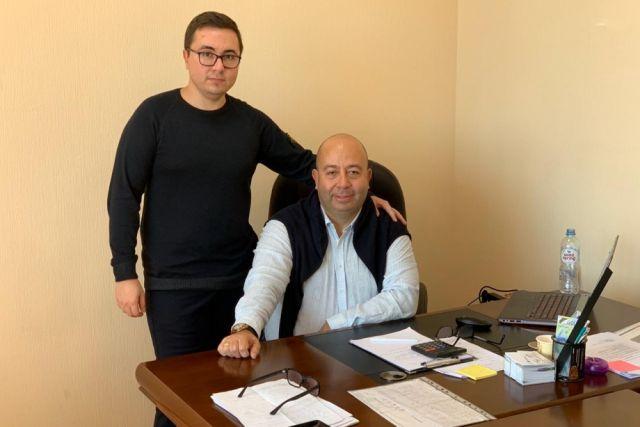Мурат Эсмер с сыном Метином вместе занимаются бизнесом.