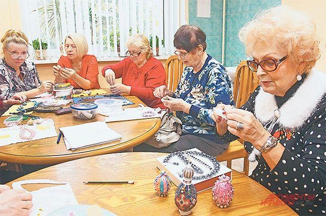 Участницы мастерской по бисероплетению считают это занятие поэтичным и эстетичным.
