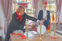 Посетители могут сыграть на пионерском горне и барабане.