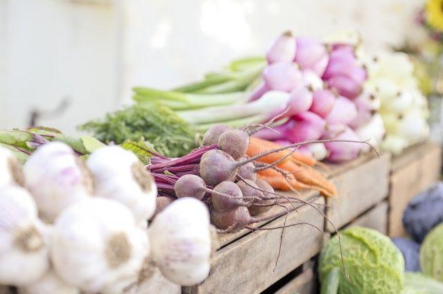 По данным ведомства, за месяц цены упали на 0,5%, на продукты – на 0,9%, на непродовольственные товары и услуги – на 0,3%.