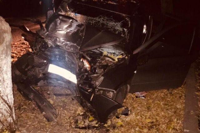 В Оренбурге ночью в массовом ДТП погибли два человека.