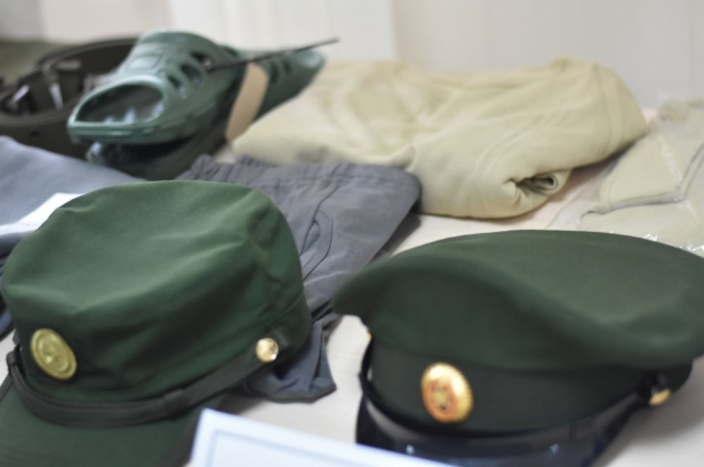 Целая коллекция аксессуаров и одежды для армейцев.