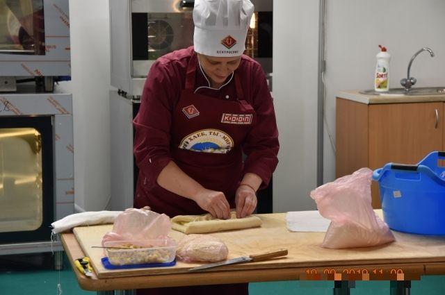 Пекарь всегда вкладывает в хлеб частичку души.