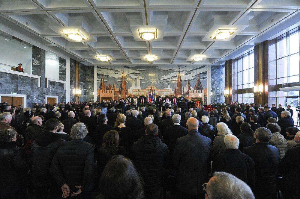 Церемония прощания космонавтом Алексеем Леоновым на федеральном военном мемориальном кладбище в Мытищах.