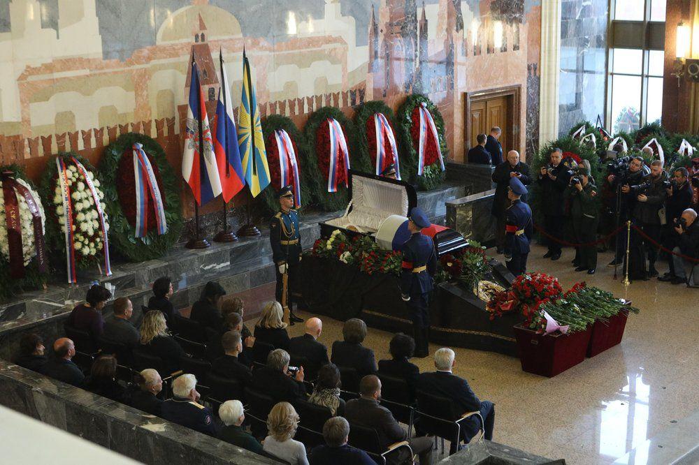 Церемония прощания с дважды Героем Советского союза, космонавтом Алексеем Леоновым на федеральном военном мемориальном кладбище в Мытищах.