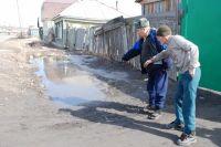 В распутицу особенно сложно пройти по улицам частного сектора.