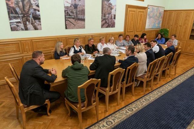 У Зеленского сообщили о создании службы для семей погибших на Донбассе: подробности проекта