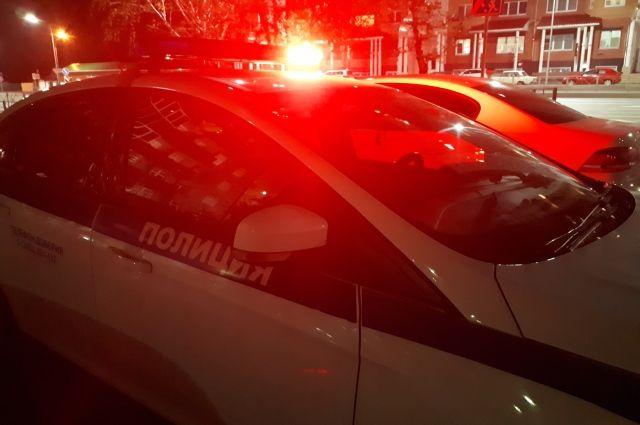 В Тюмени пассажиры автобуса вызвали полицию, подумав, что в них стреляют