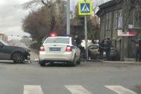 В Тюмени автомобиль, попавший в ДТП, отбросило на пешехода