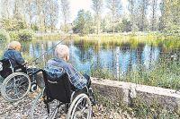Рыбалка и свежий воздух нужны даже тем, кто ходить самостоятельно не может.