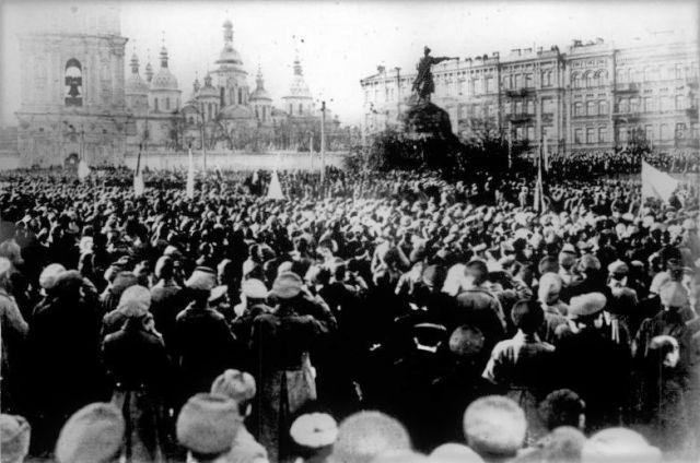 Проукраинская демонстрация Народной Республики на Софийской площади в Киеве, 1917 год.