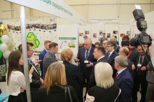 Губернатор Кузбасса также посетил форум.