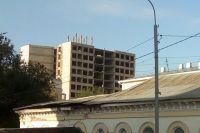В Оренбурге продолжается демонтаж недостроенной многоэтажки на Советской.