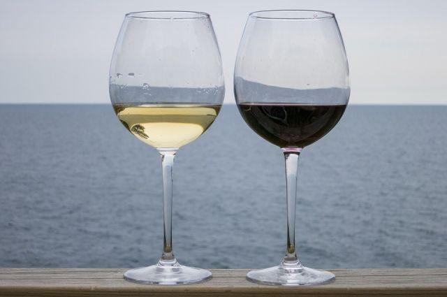 Роскачество рассказало, почему розовое вино лучше пить свежим