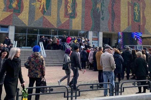 Тысячи абаканцев пришли проститься с градоначальником.