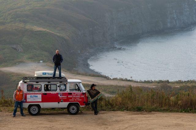 За два с половиной года путешественники проехали более 80 000 км.