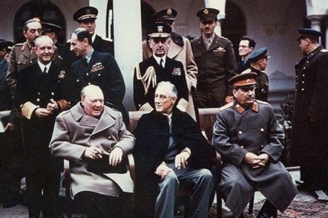 О создании ООН в 1945 году договорились руководители стран антигитлеровской коалиции: Черчилль, Рузвельт и Сталин.