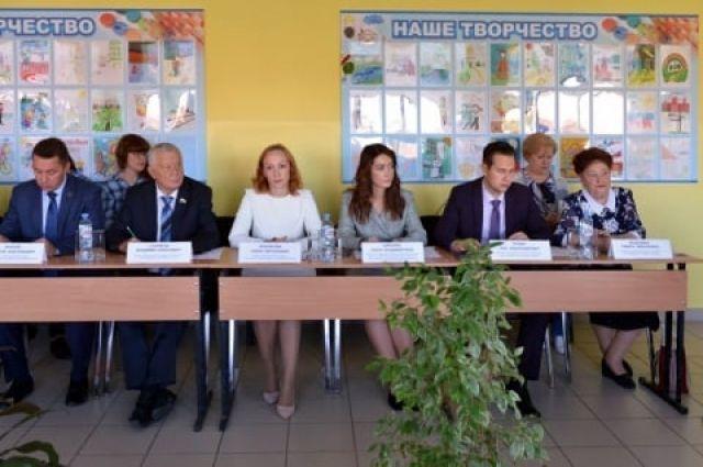 Тюменские депутаты социального комитета побывали в школе села Луговое
