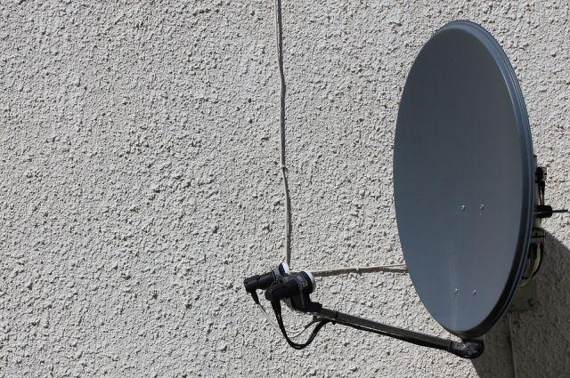 В населённых пунктах, которые не вошли в зону цифрового вещания, работает только спутниковое телевидение.