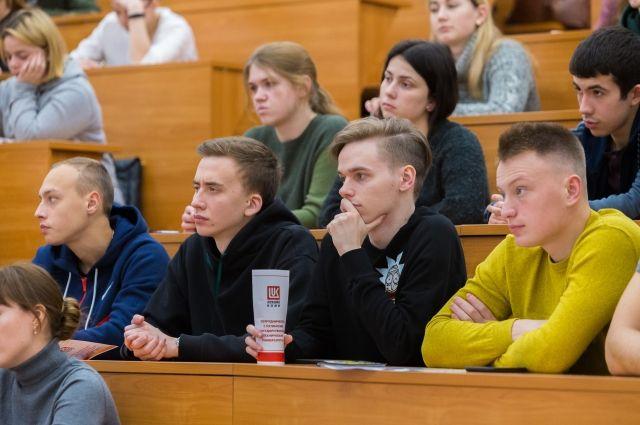 Будущие выпускники университета ближе познакомились с деятельностью организаций группы «ЛУКОЙЛ», а нефтяники присмотрелись к, возможно, будущим коллегам.