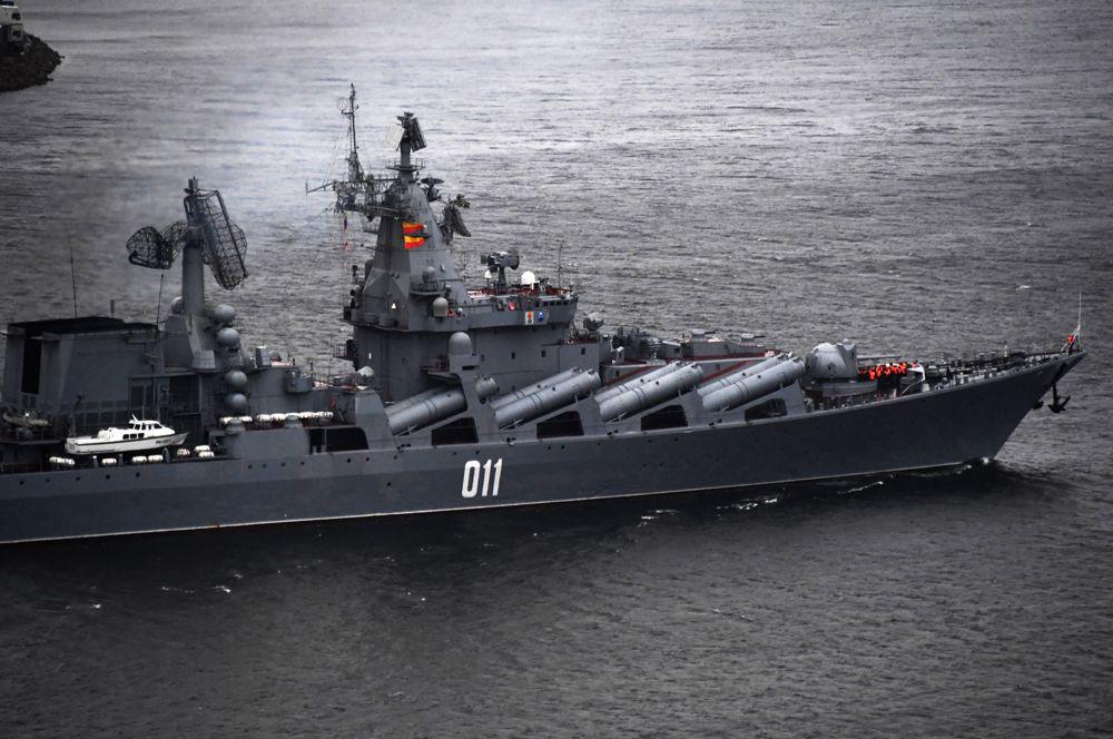 Ракетный крейсер «Варяг»— флагман Тихоокеанского флота. Он своего рода близнец крейсера «Москва», поскольку выполнен по тому же проекту (1164 «Атлант»).