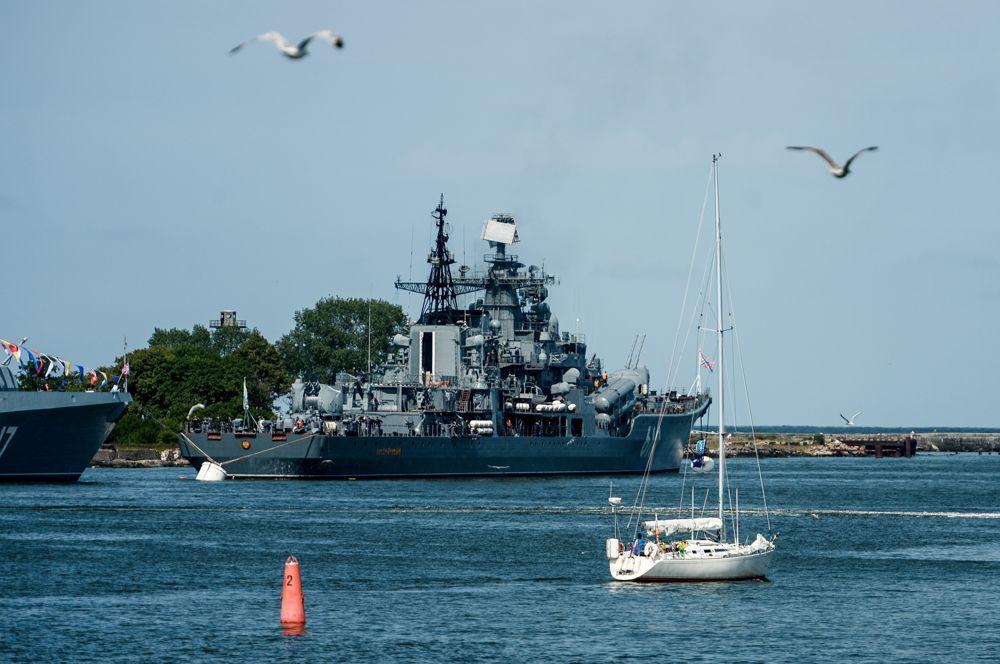 Эскадренный миноносец «Настойчивый» — флагман Балтийского флота. Среди его оперативно-тактических задач — подавление наземных целей, противовоздушная и противокорабельная оборона, борьба с десантно-высадочными средствами противника.