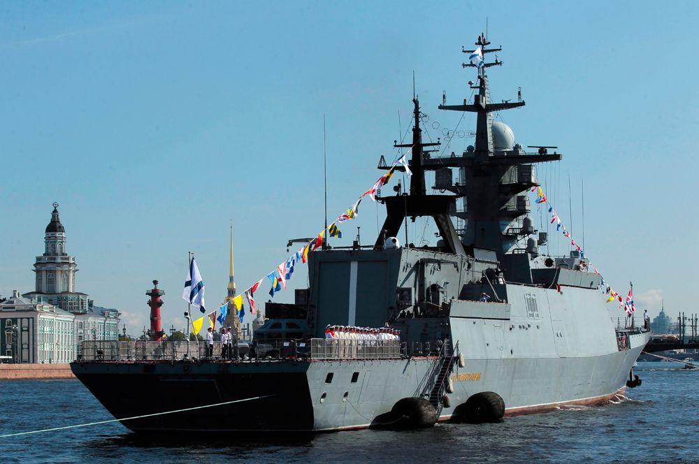Корвет «Сообразительный» — входит в состав Балтийского флота. Предназначен для действий в ближней морской зоне и ведения борьбы с надводными кораблями и подлодками, а также для артиллерийской поддержки морского десанта. Корабль вооружен артустановкой А-190, автоматическими корабельными артиллерийскими установками АК-630, противокорабельными ракетами «Уран», зенитным ракетным комплексом «Редут», торпедами «Пакет-НК».