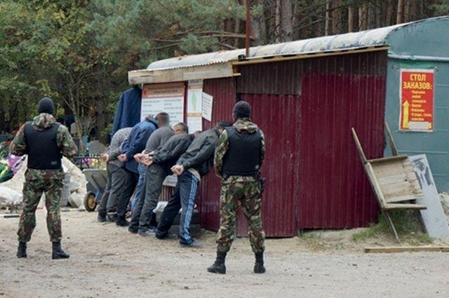 На оперативных кадрах - Антоновское кладбище в Бежице, но люди просят проверить и остальные.