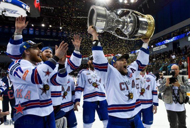 Последние годы Евгений Кетов защищает цвета питерского СКА.