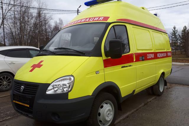 В Тарко-Сале для больницы приобрели новую карету скорой помощи