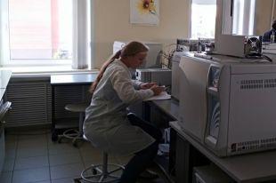 Новая аппаратура ускорила работу лаборатории.