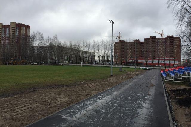 Капитальный ремонт стадиона начали делать ещё весной.