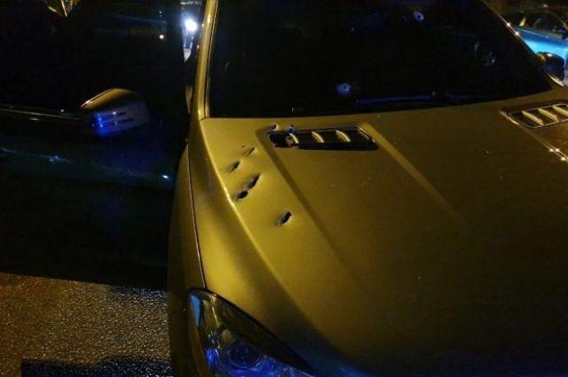 В Днепре прямо посреди улицы обстреляли автомобиль: водитель погиб