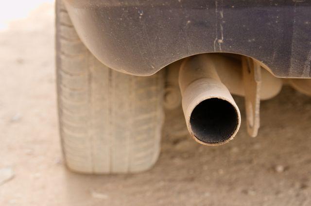 Все автомобили выбрасывают в воздух канцерогены и токсичные вещества.