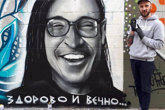 В Барселоне нарисовал портрет Егора Летова.